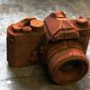 ずいぶん錆びれたカメラだって?いやいや、これは「チョコレート」だよ 再現度が高すぎるチョコ作品