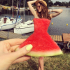 この発想はなかった!夏を感じさせるドレス「スイカドレス」
