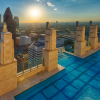 まるで空を泳いでいる気分 地上から約152メートルの高さにあるプール