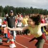 リサイクルする前にひと遊び フィンランドの大会「携帯電話投げ選手権」