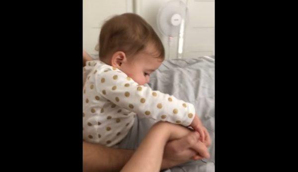 嫉妬する赤ちゃん1