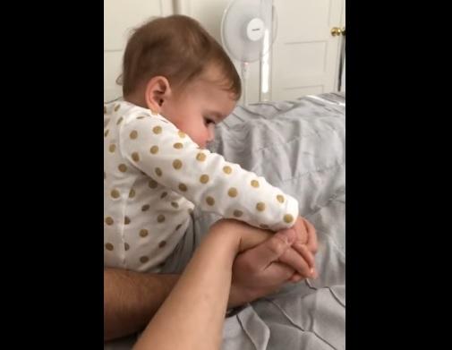 嫉妬する赤ちゃん3