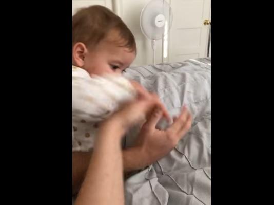 嫉妬する赤ちゃん4
