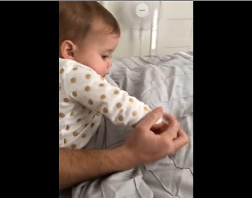 嫉妬する赤ちゃん5