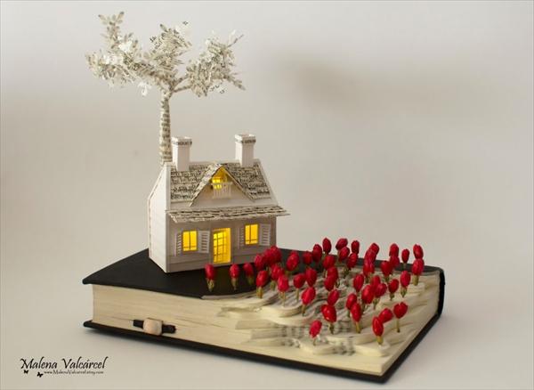 赤い花、木、家