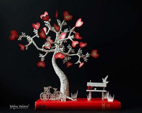 ハートの花びらとベンチ