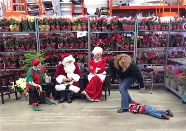 サンタに怖がる子ども1
