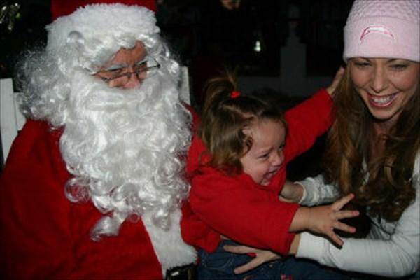 サンタに怖がる子ども11