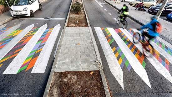 カラフルな横断歩道7