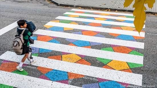 カラフルな横断歩道2