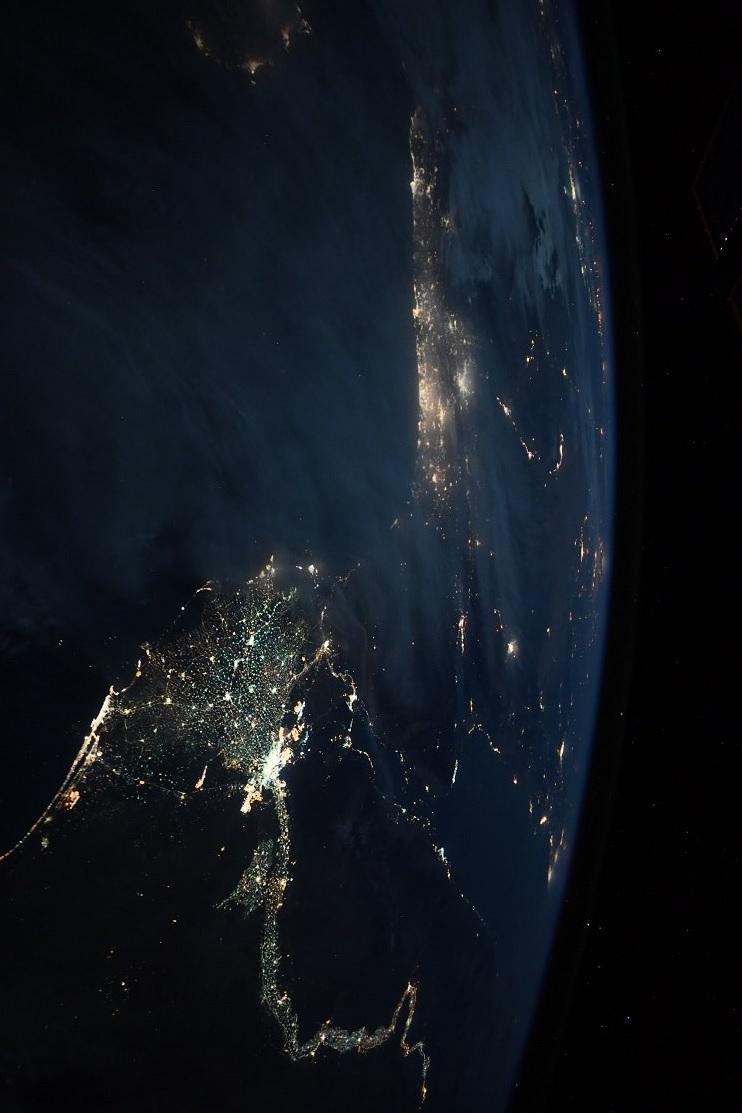 宇宙から撮影した夜のナイル川 写真1