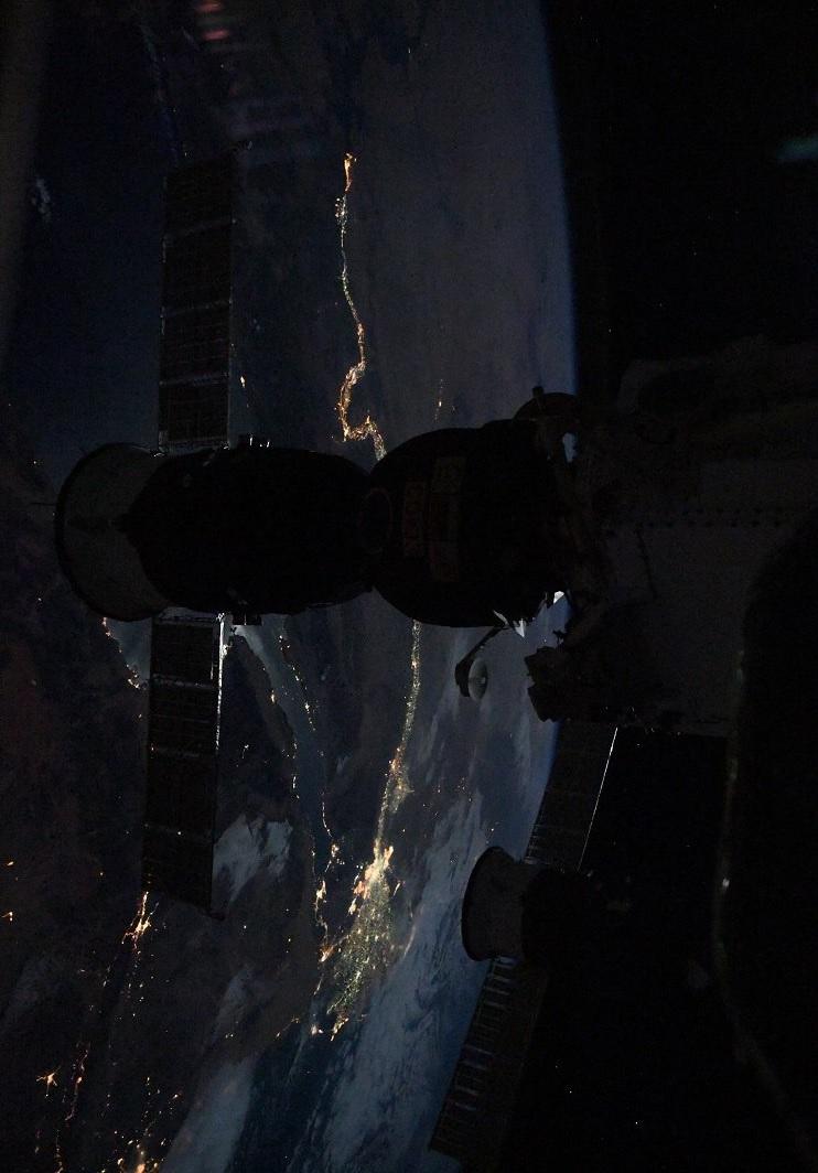 宇宙から撮影した夜のナイル川 写真2