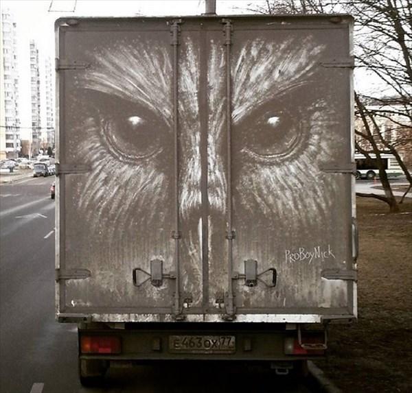 トラックの汚れをアートに 2