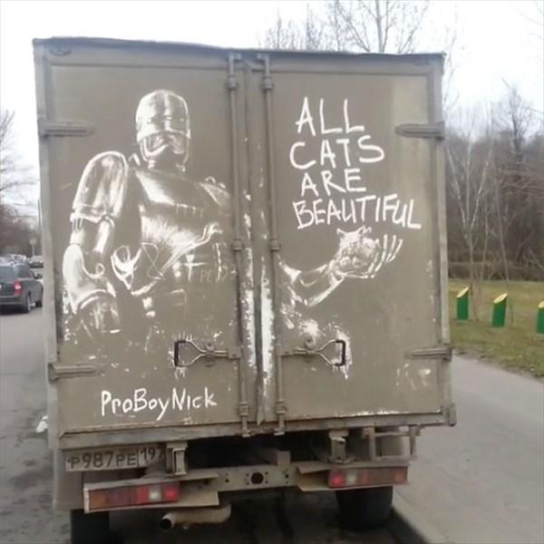 トラックの汚れをアートに 3