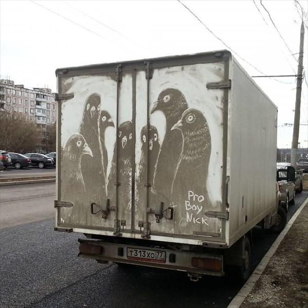 トラックの汚れをアートに 10