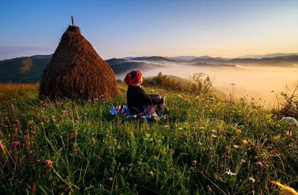 まるでおとぎ話の世界!ルーマニア・トランシルヴァニアの田園風景 写真3